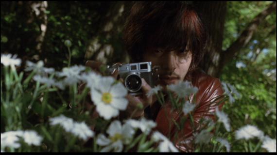 カメラを構えるオダギリジョー